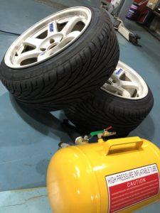 持ち込みタイヤ交換 スタッドレス履き替え タイヤ保管 引っ張りタイヤ 215/45R17