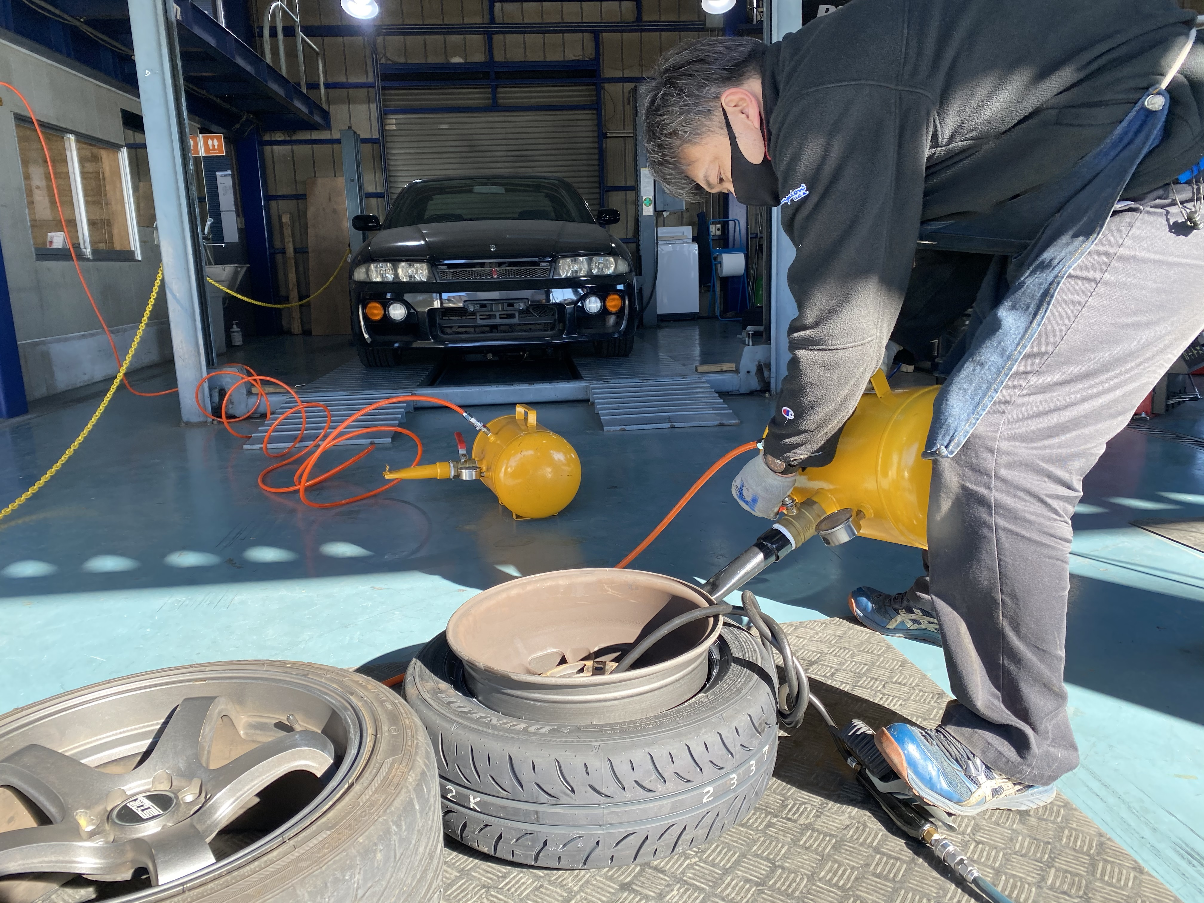 引っ張りタイヤ作業