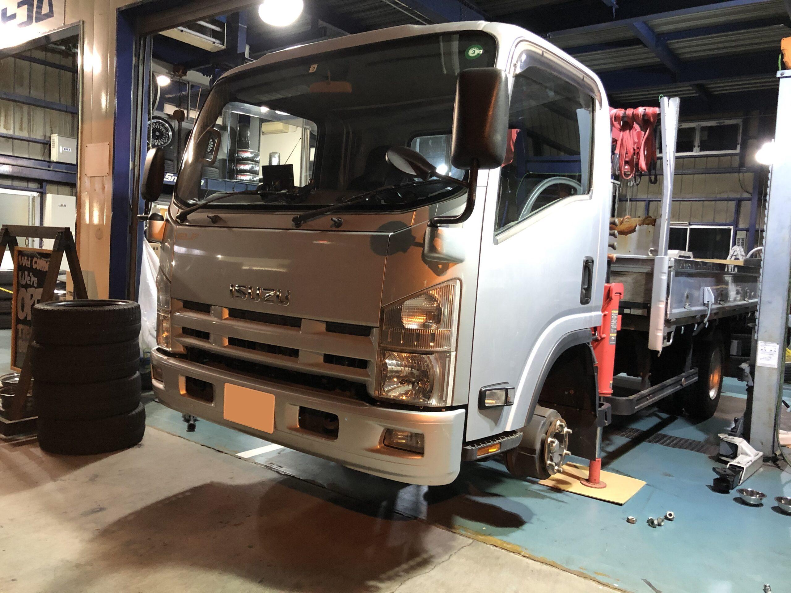 トラック ダンプ ローダー のタイヤ交換